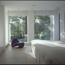 Modern Bedroom by McLean Quinlan
