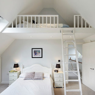 На фото: спальня на антресоли в классическом стиле