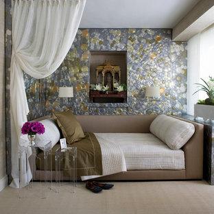 ニューヨークのトランジショナルスタイルのおしゃれな寝室 (マルチカラーの壁) のインテリア