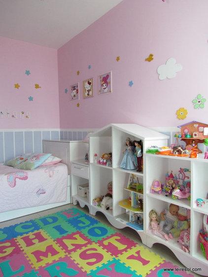 Contemporary Bedroom by Leire Sol García Asch