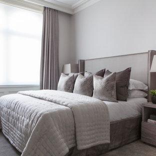 Foto de dormitorio tradicional renovado con paredes grises y moqueta