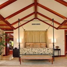 Tropical Bedroom by Shigetomi Pratt Architects, Inc.