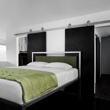 Modern Bedroom by Krown Lab