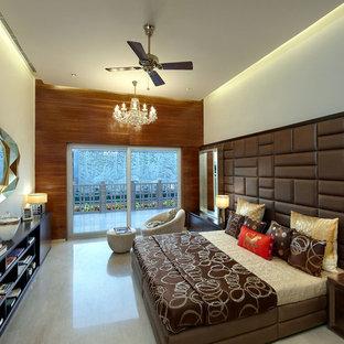 プネーのコンテンポラリースタイルのおしゃれな寝室 (コンクリートの床)