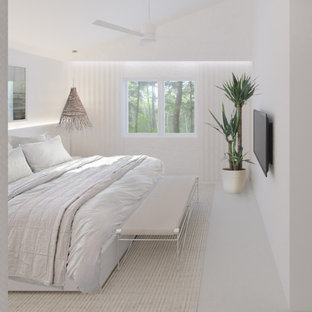 Kleines Modernes Schlafzimmer mit Teppichboden und beigem Boden in Sonstige