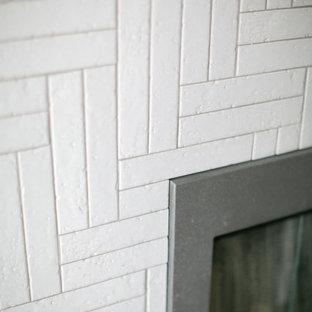 Idéer för stora vintage huvudsovrum, med grå väggar, mellanmörkt trägolv, en standard öppen spis, en spiselkrans i tegelsten och brunt golv