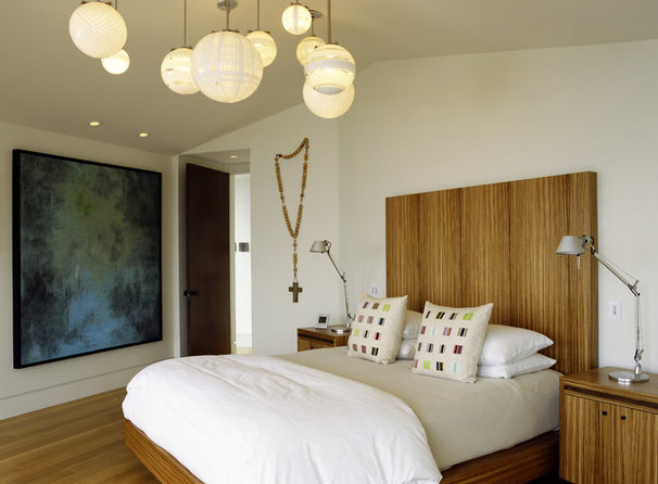 Modern Bedroom by Tommy Chambers Interiors, Inc.