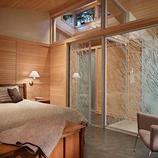 Modelo de dormitorio principal, retro, de tamaño medio, con suelo de cemento