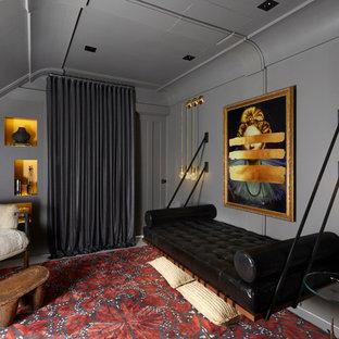 Ejemplo de habitación de invitados actual, pequeña, con paredes grises, suelo de madera pintada y suelo blanco