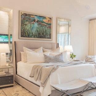 Inspiration för ett stort maritimt huvudsovrum, med vita väggar, ljust trägolv, en standard öppen spis och vitt golv