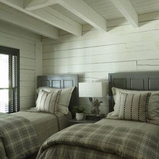Inspiration för rustika gästrum, med vita väggar