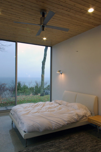 modern bedroom by HUE Projects Architecture + Atelier