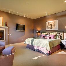 Contemporary Bedroom by Teresa Tullio IACC/NA
