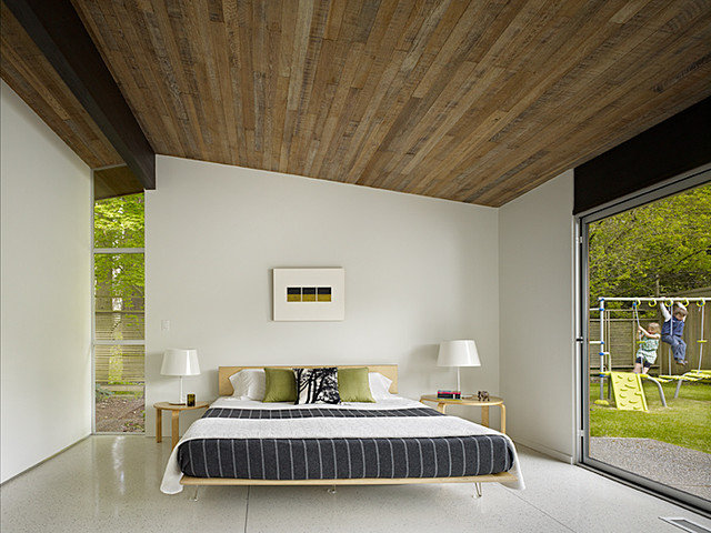 Midcentury Bedroom by DeForest Architects