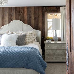 Foto de dormitorio campestre con paredes marrones, moqueta, suelo gris, chimenea lineal y marco de chimenea de ladrillo