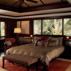 Tropical Bedroom by Peter Vincent Architects