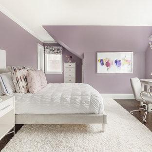 Immagine di una camera da letto chic con pareti viola, parquet scuro e nessun camino