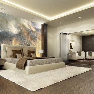 バンクーバーの中サイズのコンテンポラリースタイルのおしゃれな主寝室 (ベージュの壁、濃色無垢フローリング、茶色い床) のインテリア
