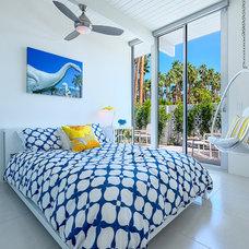Modern Bedroom by H3K Design