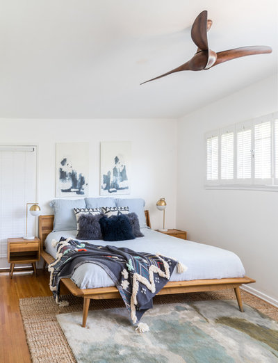 Midcentury Bedroom by Oh beauty Interiors