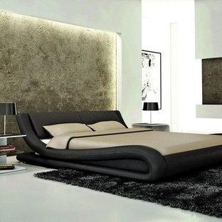 Foto de dormitorio principal, minimalista, grande, sin chimenea, con paredes blancas, suelo de mármol y suelo gris