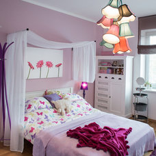 Traditional Bedroom by Home Staging