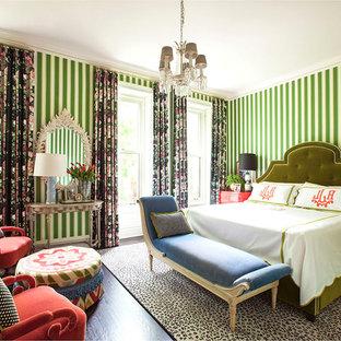 Idee per un'ampia camera matrimoniale chic con pareti verdi, parquet scuro, camino classico e cornice del camino in legno