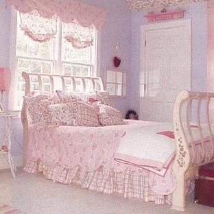 アトランタのおしゃれな寝室のレイアウト