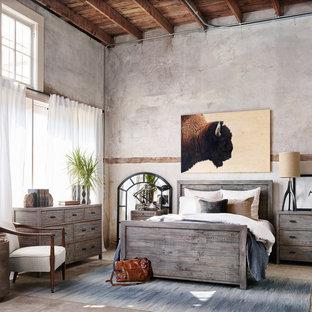 На фото: большая хозяйская спальня в стиле рустика с серыми стенами, бетонным полом и бежевым полом с