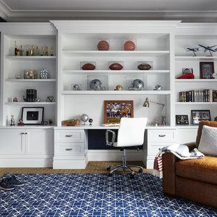 Foto de dormitorio principal, clásico, grande, con paredes azules y moqueta