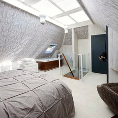 modern bedroom by Walk interior design limited