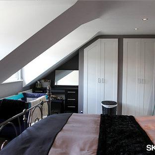 Imagen de dormitorio tipo loft, moderno, de tamaño medio
