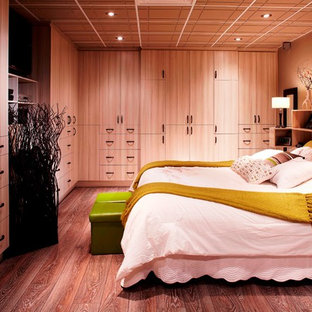 Inspiration for a large contemporary loft-style bedroom in Montreal with brown walls and linoleum floors.