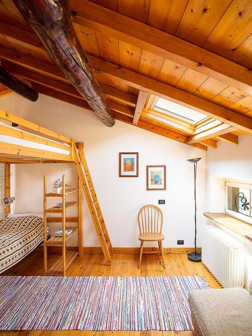 Foto e idee per camere da letto camera da letto in montagna for Case antiche arredamento