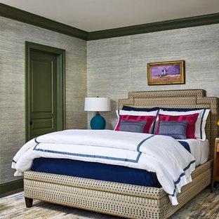 Idées déco pour une petit chambre parentale éclectique avec un mur gris, cheminée suspendue, un sol en bois foncé et un sol marron.