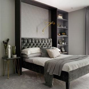 Diseño de habitación de invitados ecléctica, de tamaño medio, con paredes grises, moqueta y suelo gris