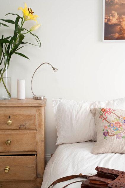 Contemporary Bedroom by MDSX Contractors Ltd