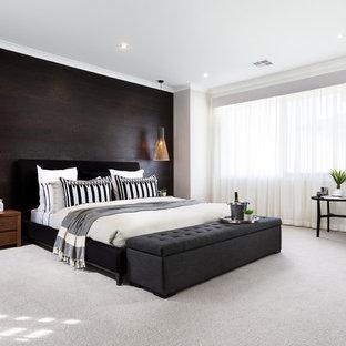 メルボルンのコンテンポラリースタイルのおしゃれな寝室 (白い壁、カーペット敷き、暖炉なし) のインテリア