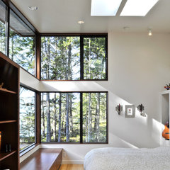 modern bedroom by David Vandervort Architects