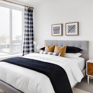 ロサンゼルスの中サイズのミッドセンチュリースタイルのおしゃれなゲスト用寝室 (白い壁、カーペット敷き、グレーの床、暖炉なし)