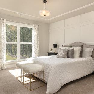 Diseño de dormitorio de estilo de casa de campo, sin chimenea, con paredes blancas, moqueta y suelo gris
