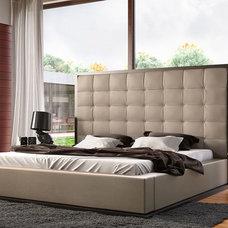 Modern Bedroom by Wholesale Furniture Brokers Canada
