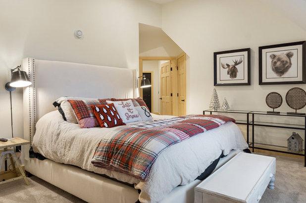 Rustic Bedroom by Timberpeg