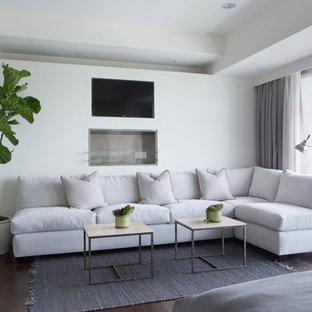 Imagen de dormitorio actual con paredes blancas y suelo de madera oscura