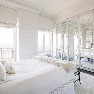 Exemple d'une chambre chic de taille moyenne avec un mur blanc et un sol en bois foncé.