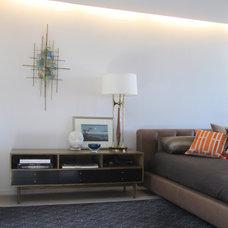 Modern Bedroom by MAK Studio
