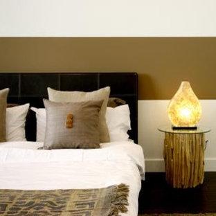 Example of a minimalist bedroom design in Los Angeles