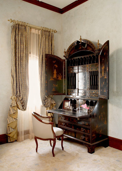 Victorian Bedroom by Cravotta Interiors