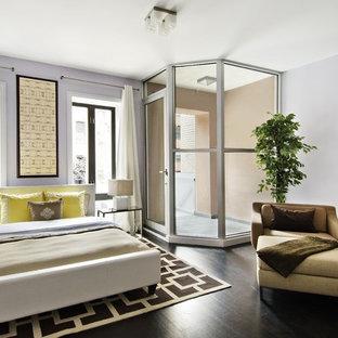 Esempio di una camera da letto moderna con pareti bianche e pavimento nero