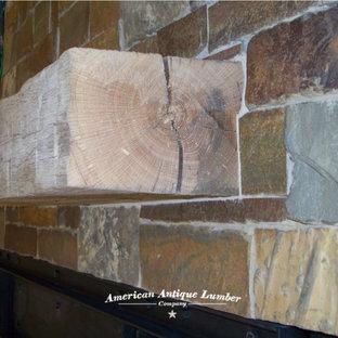 Imagen de dormitorio principal, rústico, pequeño, con paredes beige, suelo de piedra caliza, chimenea de doble cara, marco de chimenea de piedra y suelo beige